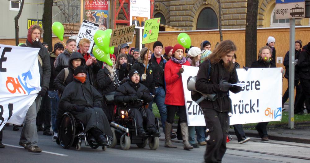 Bild von der Demo der Plattform Zukunftsbudget am 27.11.2010 in Wien