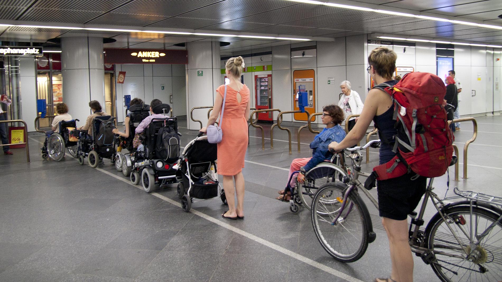 Aufzugdefekt am 13. Juli 2016 bei U-Bahn Station Stephansplatz