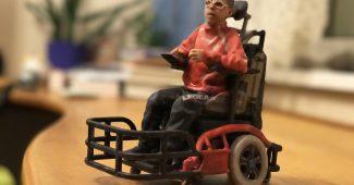 3D-Figur mit E-Rolli Sport Rollstuhl und mir