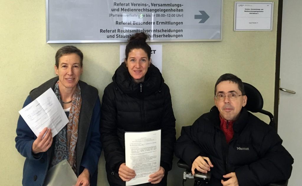 Johanna Mang, Christina Wurzinger und Martin Ladstätter bei der Einreichung des Vereins