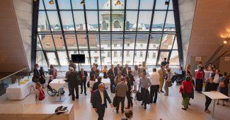 Blick Dachfoyer des Parlaments: Forum Politik & Zivilgesellschaft