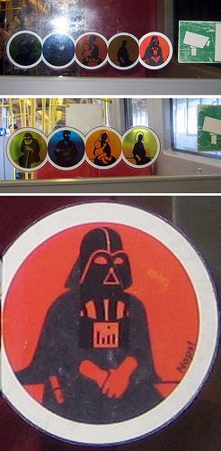 Piktogramm in der U-Bahn mit Darth Vader