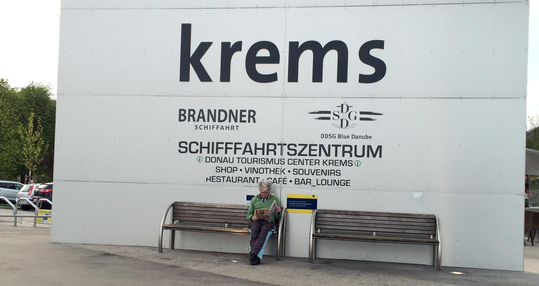 Werbeschild in Krems zur Schifffahrt