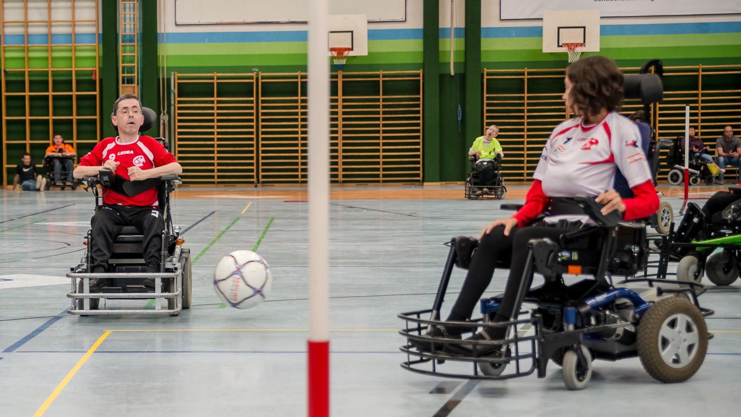 Spielszene zwischen Steffi Strubreiter und Martin Ladstätter / Sergiu Borcuta