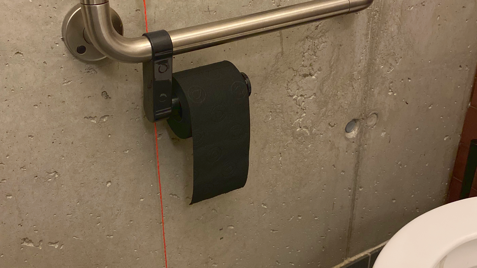 Schwarzes WC-Papier