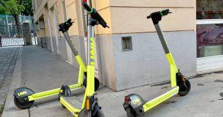 E-Scooter am Gehsteig